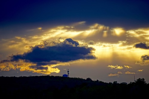 sunset boston closeup clouds massachusetts watertower newengland sunrays pw woburn закат облака hornpond сша бостон массачусетс новаяанглия уоберн