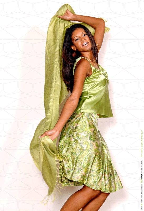 Editorial-021-Barbara-Santos-Fashion-Session-By-DMNikas-©-2006-