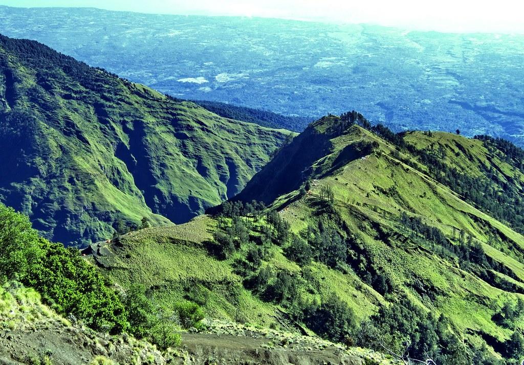 Terlihat Plawangan Sembalun 2639 meter