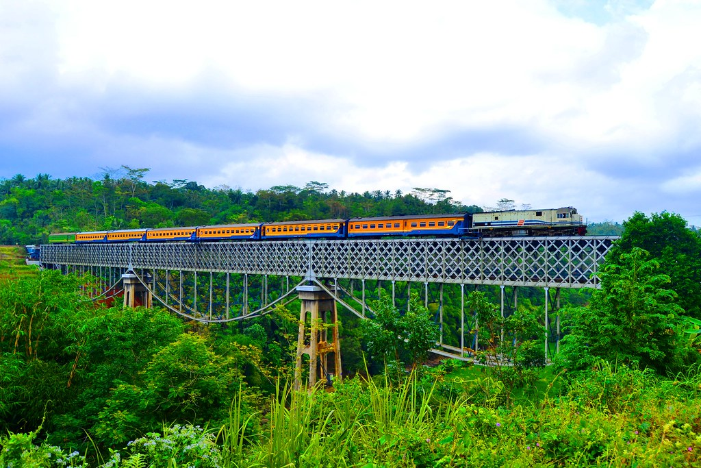 Hasil gambar untuk jembatan cirahong