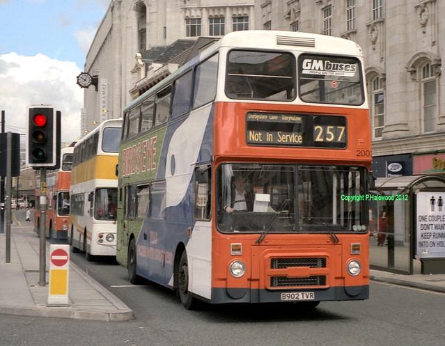 GM Buses 2002 (B902TVR)