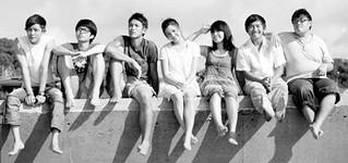圖03台灣年輕人大多都有高等學歷,曾經青春飛揚。其後有些人陷入啃老,令人深思。