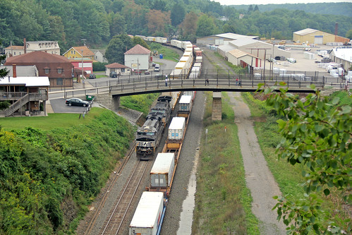 pennsylvania norfolksouthern railroadtunnels norfolksoutherntrains nspittsburghline ns7606 gallitzinpennsylvania nsintermodaltrains nsstacktrains
