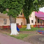 Das ehemalige GROSSE WIRTSHAUS nach einigen Umbauten heute Kulturheim mit Kinderspielplatz davor.