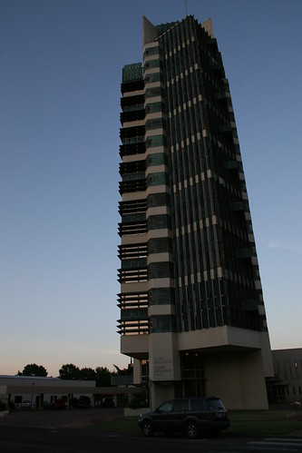 sunset skyscraper evening dusk franklloydwright oil cantilevered prairie chemicals bartlesville nationalhistoriclandmark prairiestyle pricetower nationalregisterofhistoricplaces usnationalhistoriclandmark bartlesvilleoklahoma usnationalregisterofhistoricplaces nationalregisterofhistoricproperties cantilevereddesign innatpricetower haroldcprice hcpricecompany treethatescapedthecrowdedforest theinnatpricetower usnationalregisterofhistoricproperties thetreethatescapedthecrowdedforest oilpipelineandchemicalfirm thehcpricecompany