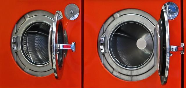 Canon IXUS 115 HS in the laundromat