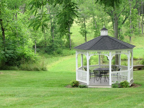 wood trees house brick rural landscape virginia woods country lawn scenic gazebo courthouse bb bedandbreakfast eventcenter federalstyle buckinghamcounty buckinghamcourthouse maysvillemanor