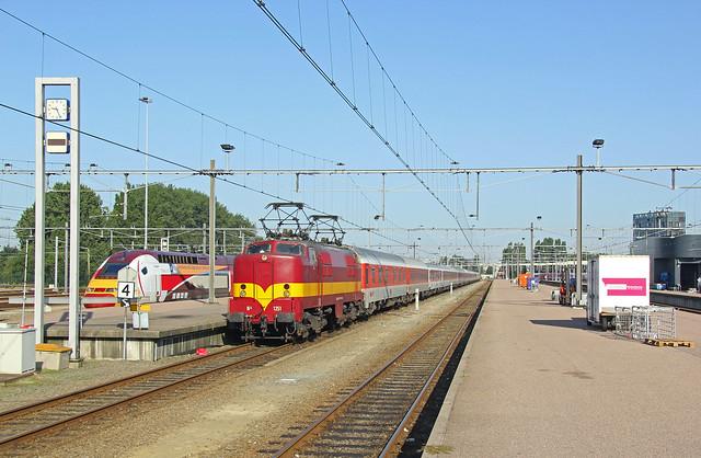 EETC loc 1251 met trein 70418 en Thalys treinstel 4343