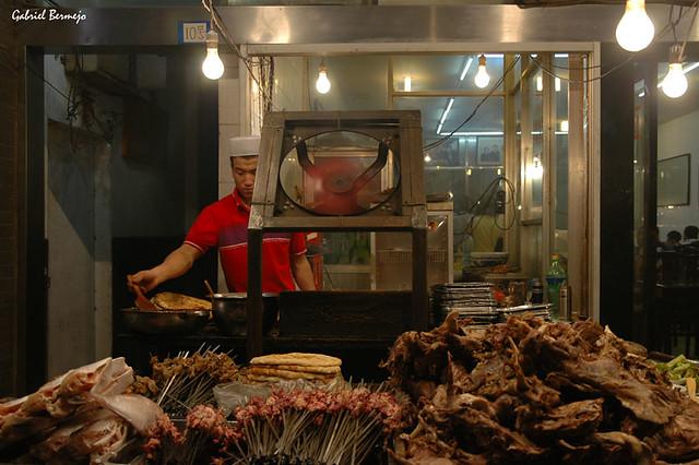 Puesto de comida en la noche de Xian
