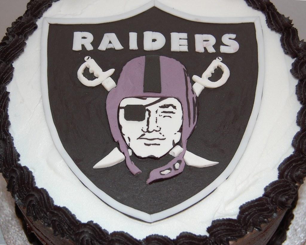 Marvelous Oakland Raiders Football Birthday Cake 1 Sus Artistic Swe S Funny Birthday Cards Online Inifofree Goldxyz
