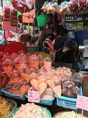 Walking thru Khlong Tuey market in #Bangkok