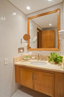 Baño en Apartamento Tipo 2B — Hotel Irotama del Sol (Santa Marta, Colombia) | by Hotel Irotama Resort Santa Marta