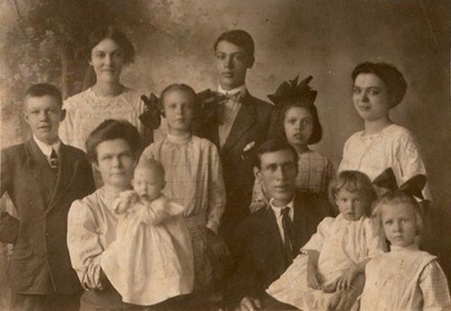 David Curtis Hoobler Family, 1911