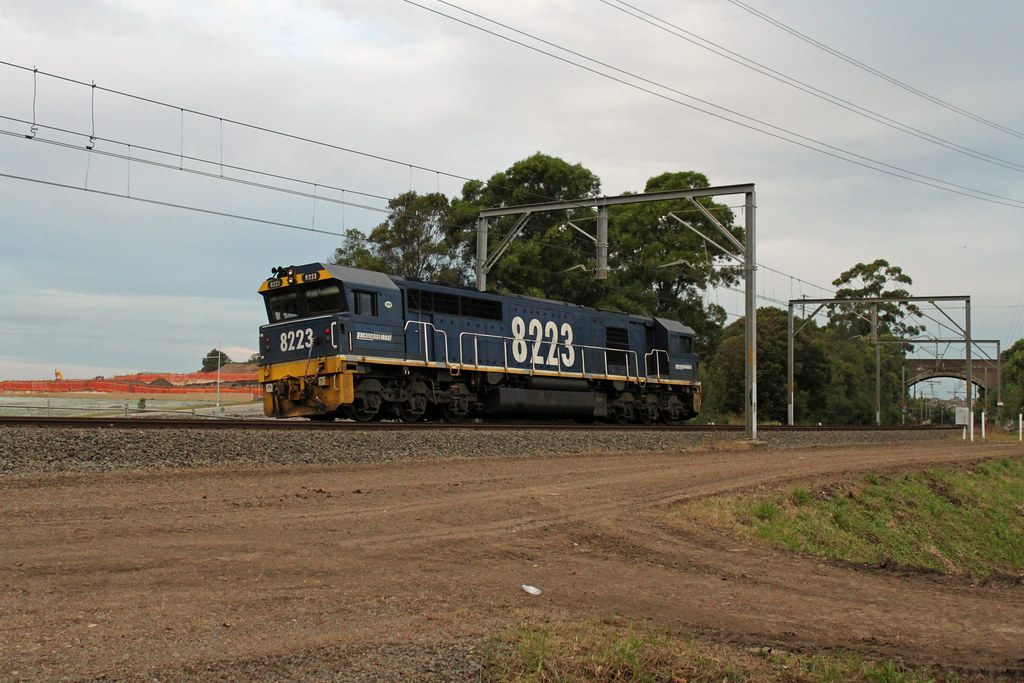 8223 passing Thirroul by Thomas