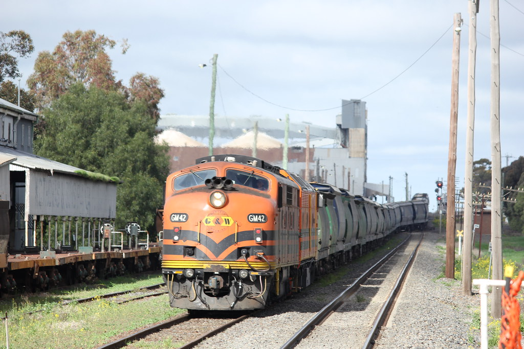 GM42 and CLP17 slowly make there way into road 2 at Murtoa before a crew change and reloading at Marmalake in the background by bukk05