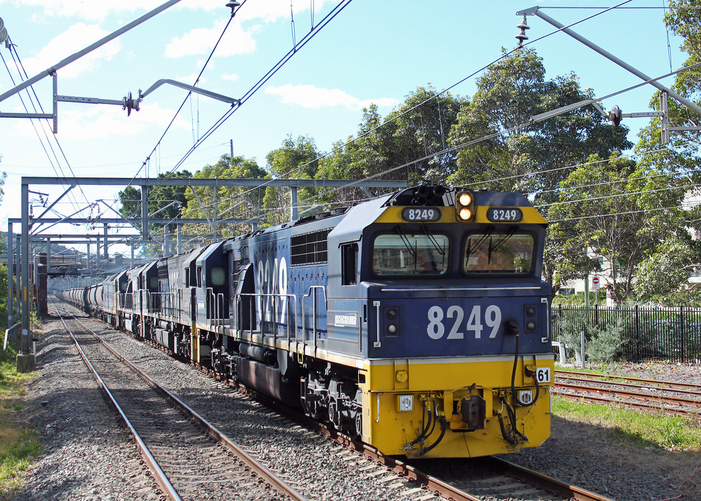 8249, 8235, 8216, BL35 LS98 Thirroul by Thomas
