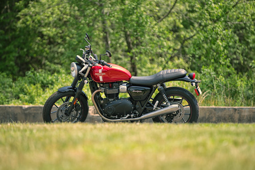 Triumph Street Twin   by Max Youmans
