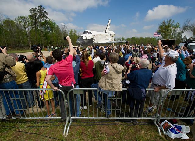 Shuttle Discovery Arrives at Udvar-Hazy (201204190013HQ)