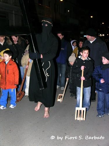 Noicattaro (BA), 2006, I riti della Settimana Santa: la Processione dei crociferi. | by Fiore S. Barbato