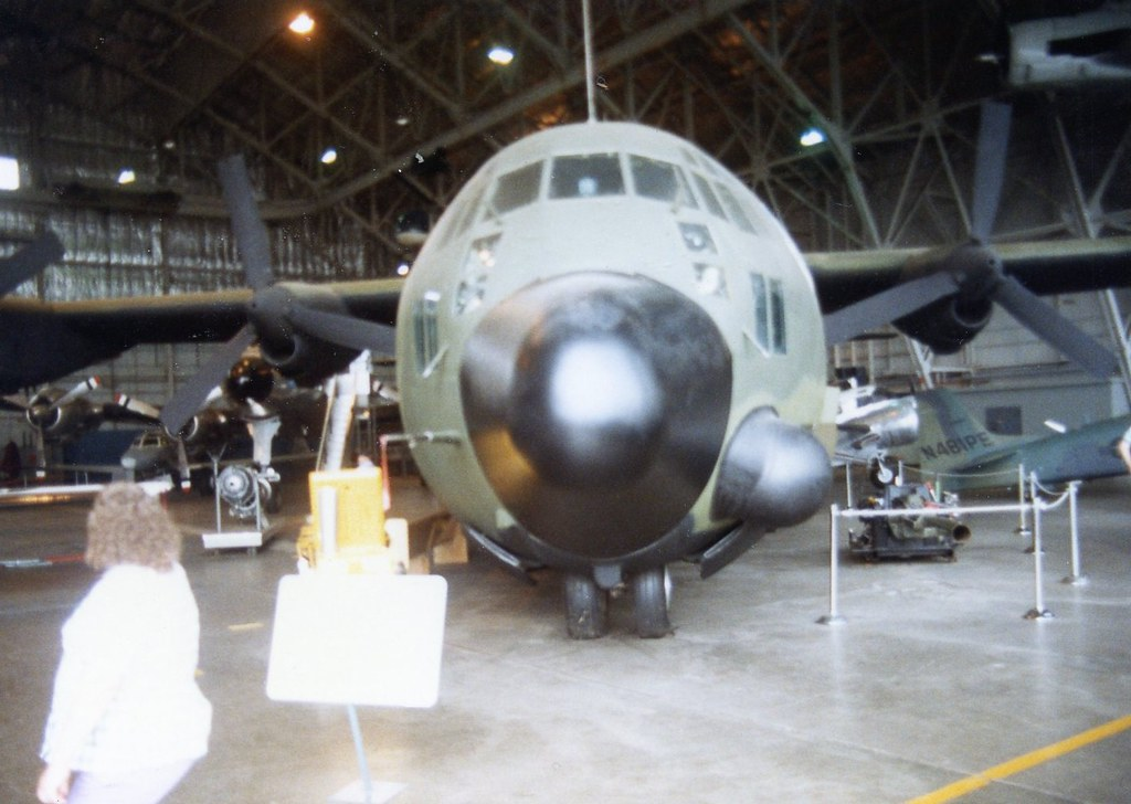 0100 Lockheed AC-130A Hercules M-102 105mm Cannon | The Lock