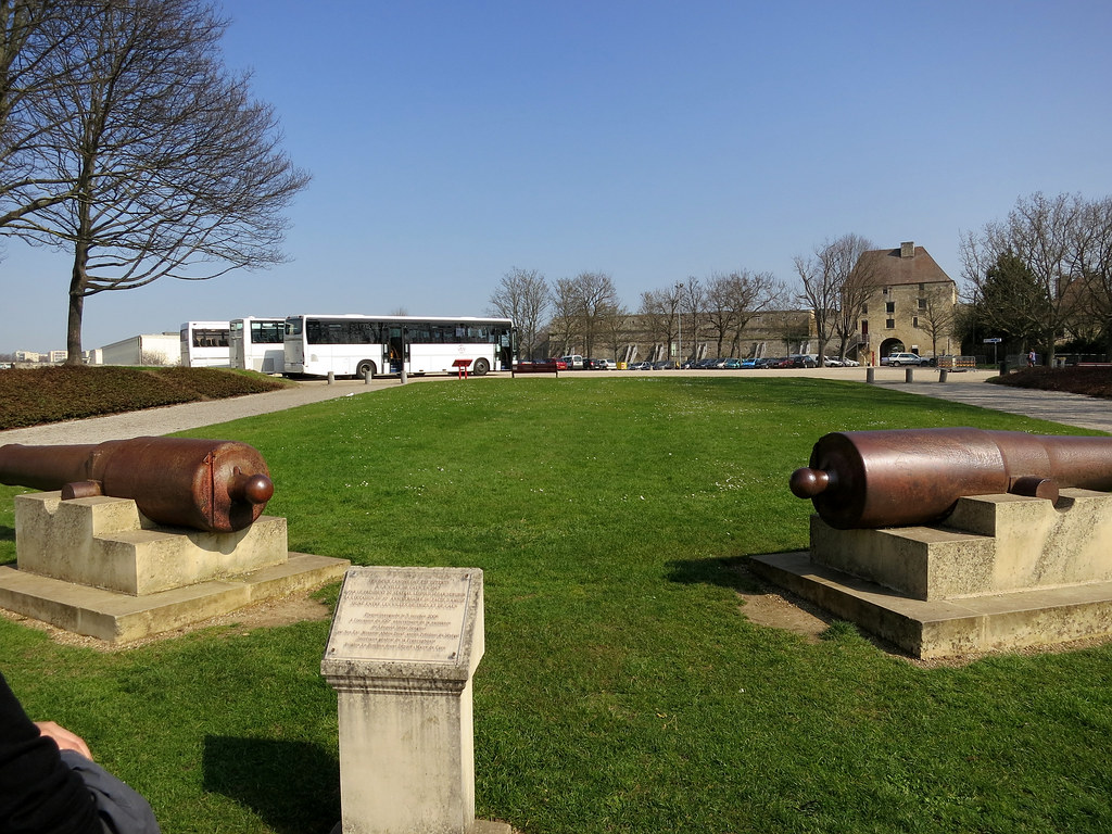 Caen, Castle, two cannons