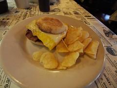 土, 2012-10-27 08:55 - ベーコンエッグチーズマフィン