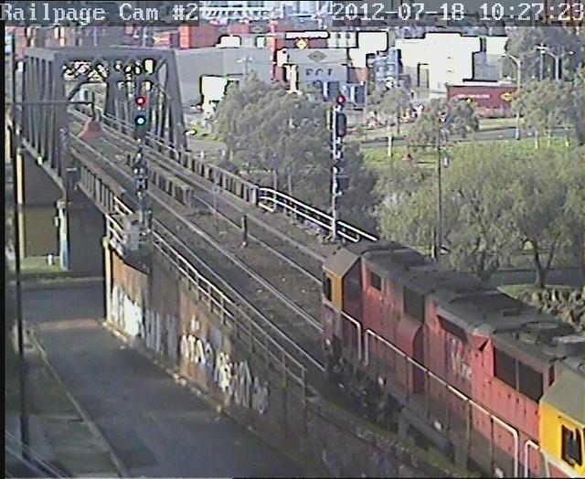 N469 8610 Vline Up morning arrival from Albury 18-7-2012 by Railpage Bunbury Street