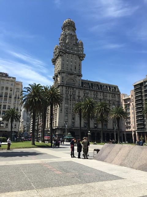 Palacio Salvo, Plaza Independencia.
