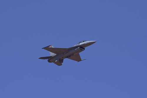 F-16 Falcon   Approach   by code_martial