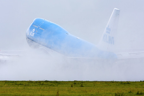 KLM 747-400 Taking off in the rain