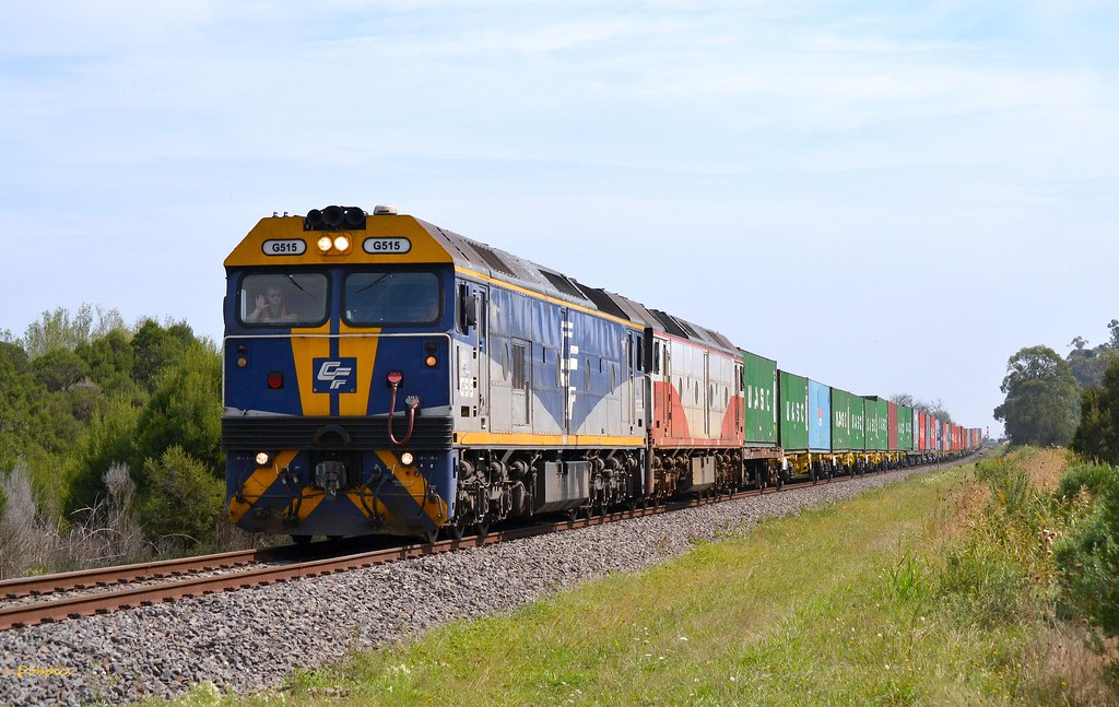 G515 & G532 power out of Bunyip with the 9475 down Maryvale. 29/3/14 by Dave O'Brien