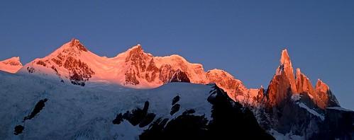 水, 2014-03-12 07:39 - Cerro Torre and Adela in alpenglow