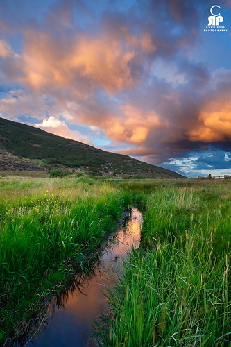 pink light sunset reflection green grass clouds fire utah amazing capture reflexions parkcity
