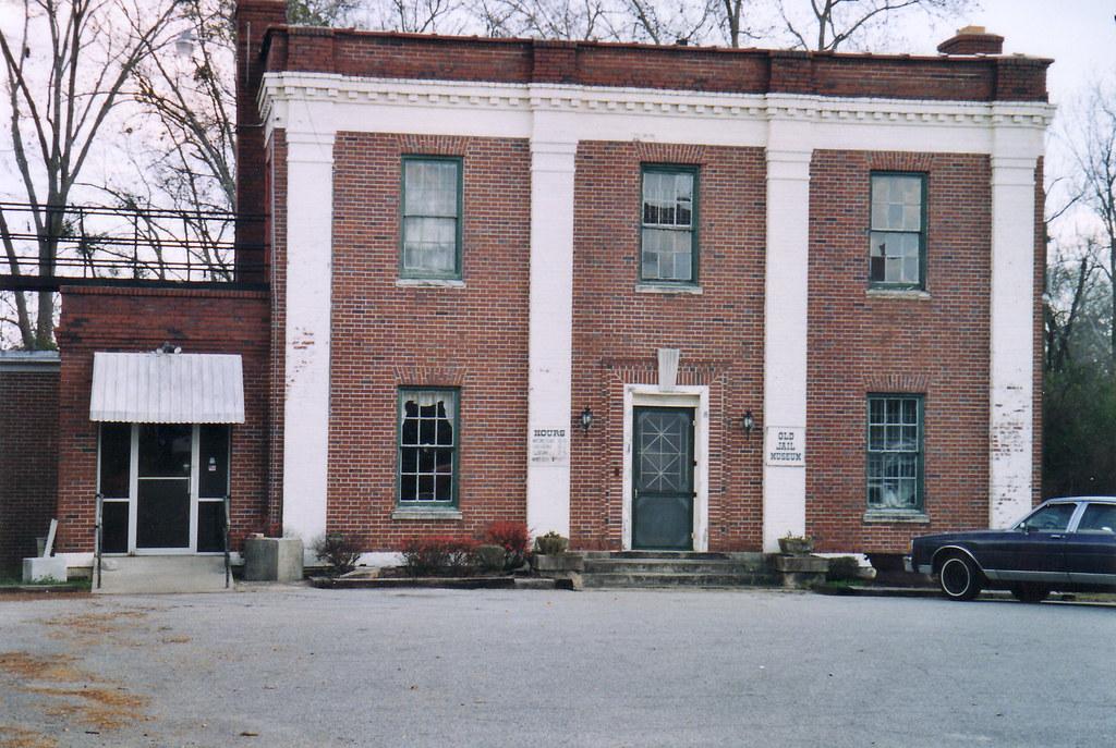 Lamar County Jail (Barnesville, Ga.)   Built 1938 and used ...