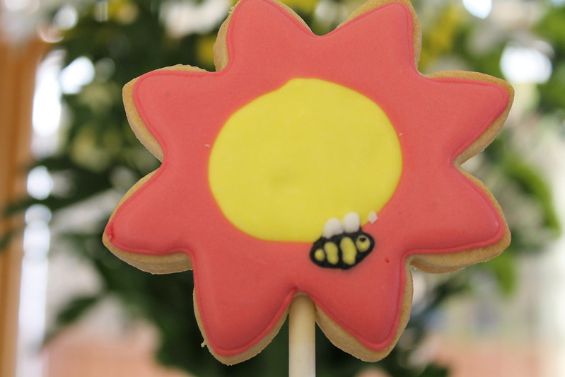 Flower biscuit with bee