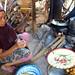 Příprava banánových desertů na Lomboku, foto: archiv Bohunky Kosové