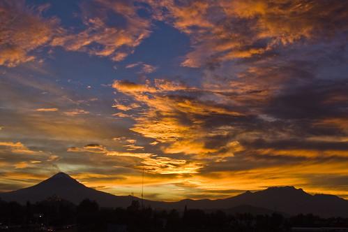 volcanes con la iglesia de ccholula 2