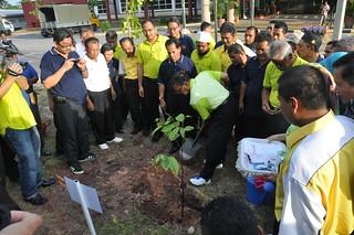 Kempen Tanam Pokok Go Green Cuepacs Di Pejabat Daerah D Flickr