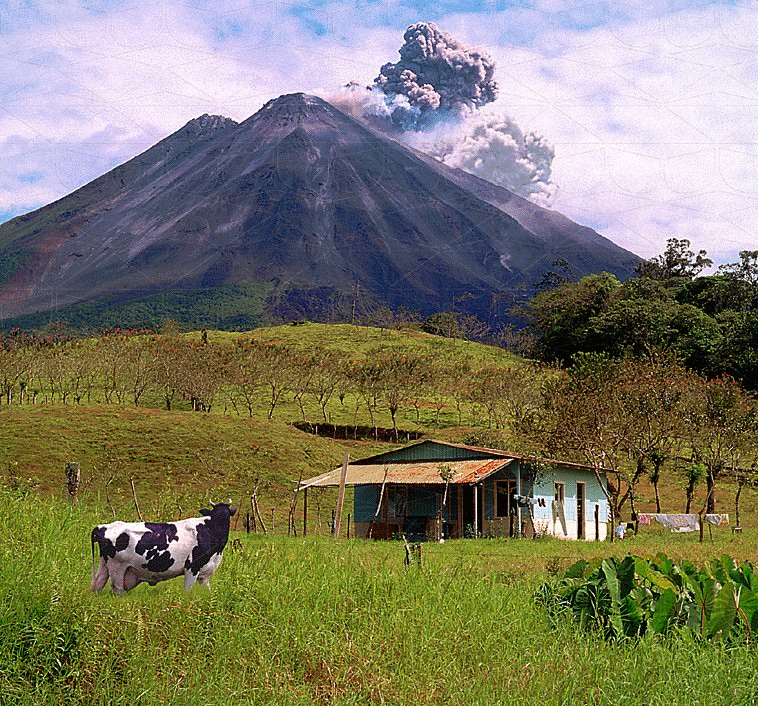 Travel-005-Volcan-Arenal-CostaRica-by-DMNikas-©-1999-