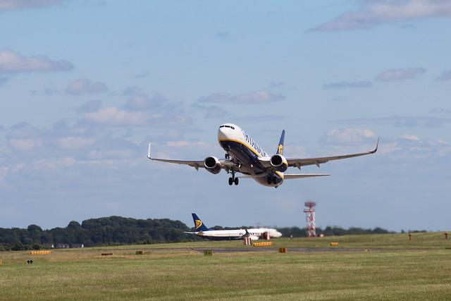 Ryanair EI-EVE taking off 32 Leeds