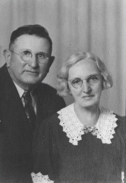 Elva Pearl Hoobler 1886-1944, Married Elmer Dunbar on March 31, 1909