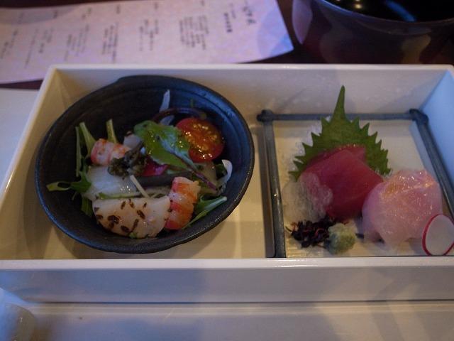 <p>c)お造り:本日の鮮魚2種盛り合わせ<br /> 海鮮サラダ</p>