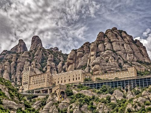 Monasterio de Montserrat   by Edgardo W. Olivera