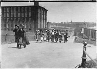 Some of the girls who work in Amoskeag Mills. Manchester, N.H., May 1909