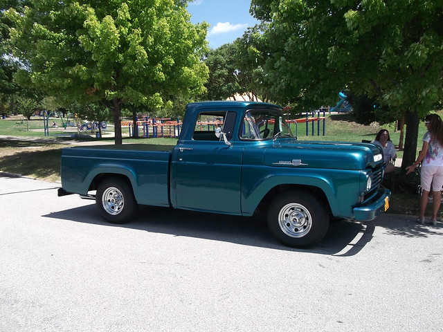 1959 Ford F100 truck(2)