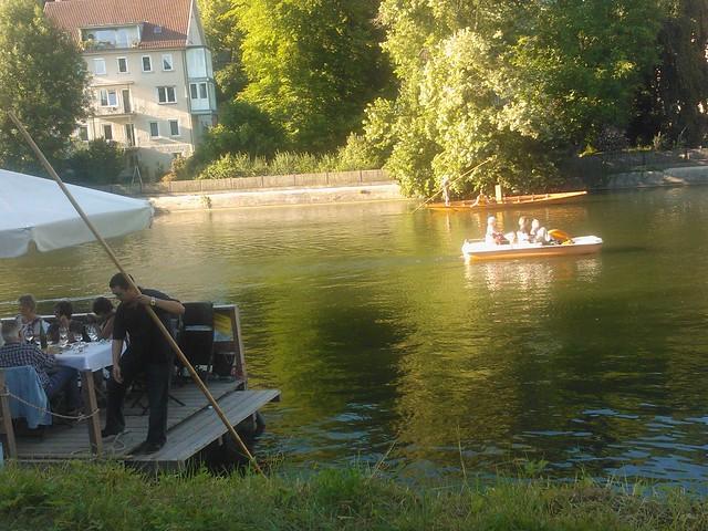 Sunny Sunday testing vine and  punting on the river. Sonniger Sonntag mit Weinprobe auf dem Neckar