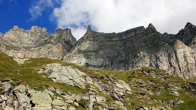 Pizzo Cornera, a sinistra, salendo al Bivacco Combi e Lanza all'Alpe Devero