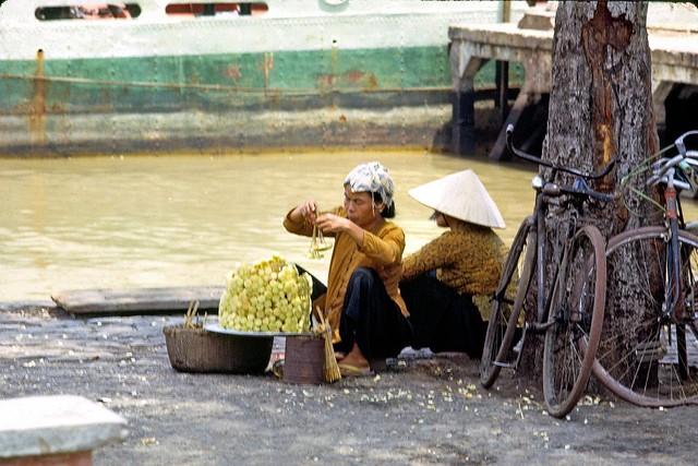 At Saigon River - bán mía ghim cạnh bờ sông Saigon