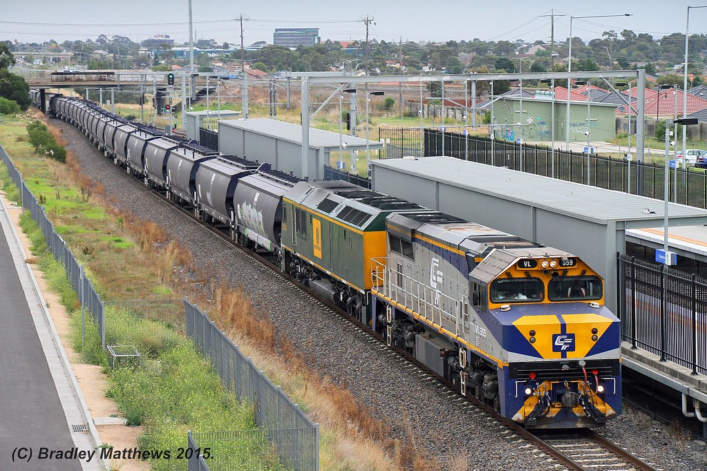 VL359-RL302 with 7735 down empty Qube SG grain from Appleton Dock to Somerton at Coolaroo (17/3/2015) by Bradley Matthews