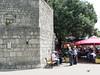 Městečko Krk – turisté v restauraci, domácí na lavičce, foto: Petr Nejedlý
